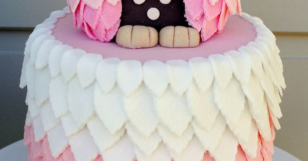 Adorable Owl Cake! We love it's gorgeous puffy feathers! So cute! We
