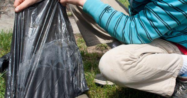 Removing Pastic Garbage Bag Liner