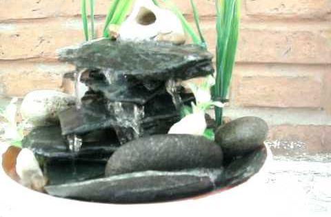 Fuente de agua con lajas de piedra detalles armon a - Fuente de agua feng shui ...