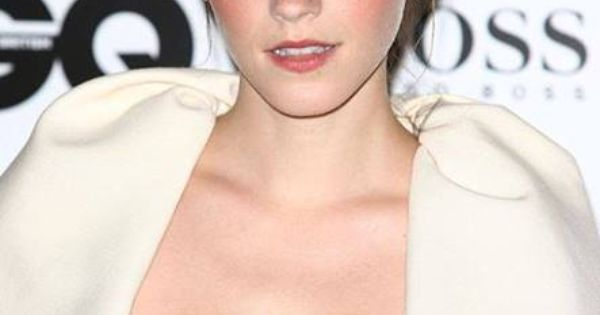 Emma Watsons Personal Parts: Emma Watson Shows Off Midriff As She Hits The Red Carpet
