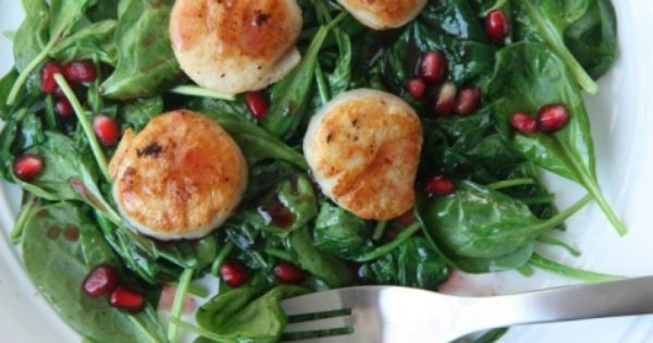 Scallops and spinach with pomegranate glaze | My Mommy ...