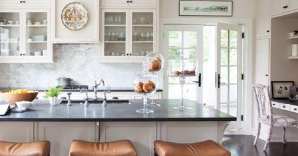 Une cuisine blanche classique d coration cuisine for Cuisine blanche classique
