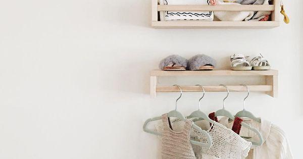 ikea gew rzregal bekv m im kinderzimmer f r b cher und als kleiderstange k i d s s t u f f. Black Bedroom Furniture Sets. Home Design Ideas