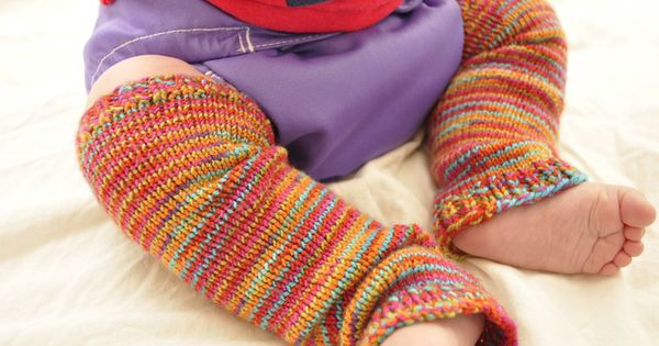 Free Knitting Patterns For Sock Weight Yarn : Baby Frog Legs Baby Legwarmers, free knitting pattern! size 2 needles and soc...