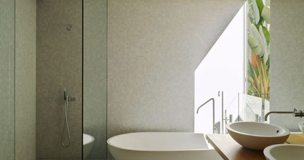 modern house architecture via http://plastolux.com/paddington-house-anthony-gill-architects. Plain Glass Shower Walls - No Chrome!