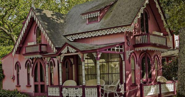 Martha s vineyard gingerbread houses victorian homes for Gingerbread houses martha s vineyard