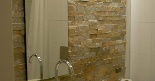 Badkamer wand voorzien van goud kwartsiet natuursteenstrips dennenheuvel epe media wand - Deco badkamer natuur ...