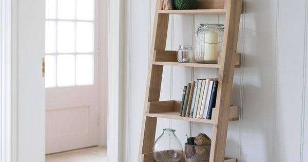 Our original raw oak shelf ladder with 6 graded shelves offers a striking and fresh shelving - Home decoratie interieur trap ...
