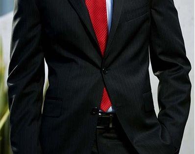 Traje Con Corbata Roja
