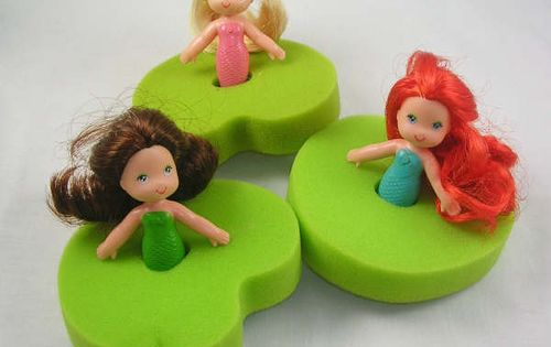Sea Wees bath toys. I specifically remember having the red head and