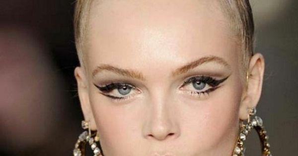 gorgeous winged eyeliner