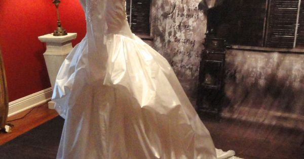 VINTAGE 80s WHITE TAFFETA WEDDING DRESS Demetrios For