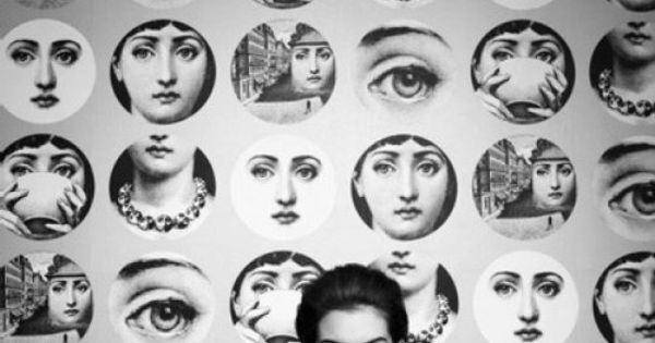 Anne Hathaway and Fornasetti wallpaper
