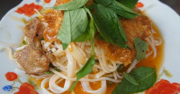 Rice noodles, Chicken curry and Curries on Pinterest