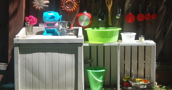 Mud pie kitchen - love this idea for outdoor fun!