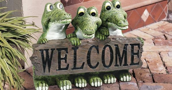Garden welcome sign alligator statue sculpture florida for Alligator yard decoration