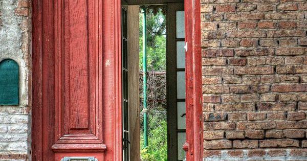 R casa antigua de pueblo en argentina puertas y mas for Puertas pintadas originales
