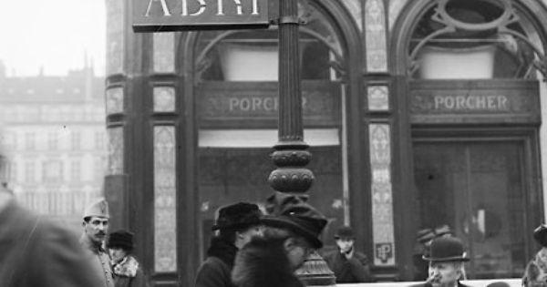 Entrée métro de Paris Compagnie Nord-Sud , 1918 . Non loin ...