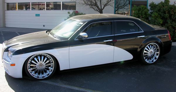Chrysler 300 Low Rider 22 Wheels With Roll Royce Paint Style
