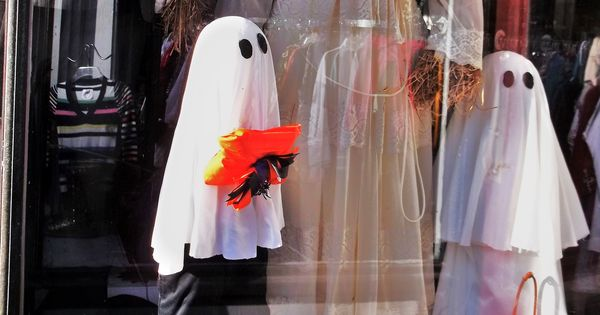 Halloween decorations - cute adorable ghosts  Halloween  Pinterest ...