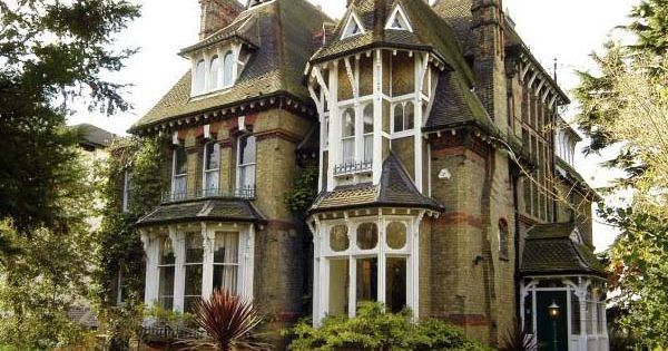 This expensive Victorian mansion just oozes class and elegance. What's in the