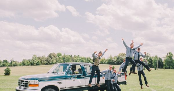 Wedding tie - fun groomsmen photo :) | Rachel May #wedding