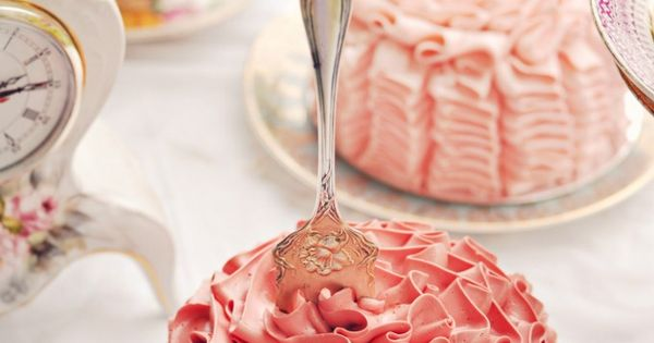 Beautiful pink ruffle cakes, tea party idea, perfect for a bridal shower!!!