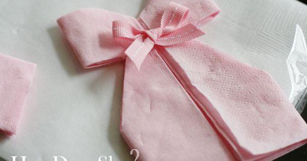 Diy d coration pliage de serviette robe pour babyshower bapt me ou anniversaire b b - Pliage serviette bapteme fille ...