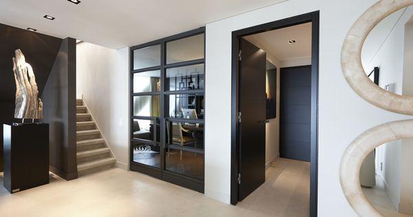Hal met deuren van bod 39 or design by eric kuster residential deuren christian george - Hal ingang design huis ...
