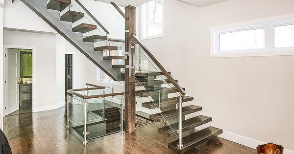 Escalier Avec Limon Central En Acier Peint Et Marches 1 5 8 D Epaisseur Garde Corps Avec Main 200 Poteaux Z Escaliers Interieur Escalier Interieurs En Bois