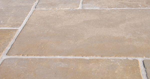 Carrelage en pierres naturelles beige pour dallages et for Carrelage pierre naturelle interieur