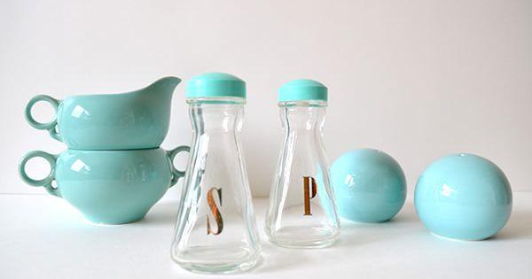 Retro aqua kitchen wear