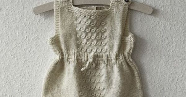I so wish I could knit something like this for baby!!! Lovely...Classic
