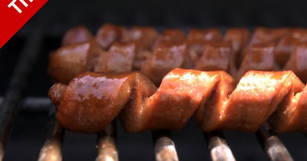 spiral cut hot dog - why + how [video from chow.com]Good for