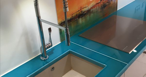 plan de travail en pierre de lave émaillée couleur bleu de chine