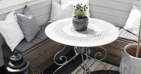 wundersch ner kleiner balkon mit rundem tisch und eckbank wohnung pinterest runde tische. Black Bedroom Furniture Sets. Home Design Ideas