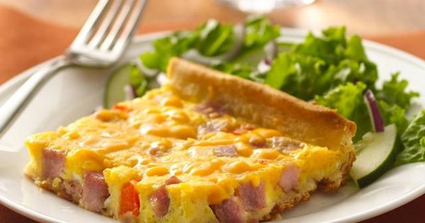 ham, egg and cheese breakfast pizza