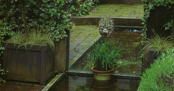 Using a mirror to extend water feature and garden // Great Gardens