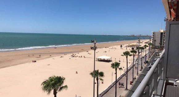 Cádiz Apartamento Primera Línea En Playa Victoria Cádiz Casas De Veraneo Apartamentos Playa Hoteles De Playa