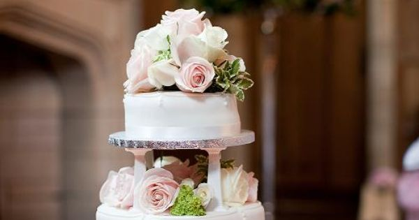 Wedding Cakes Worcester Ma Cake Decorated With Fresh Flowers For Wedding Cakes