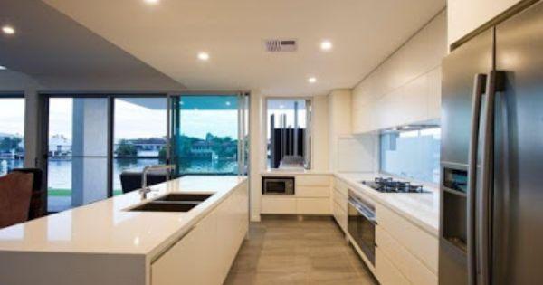 Marzy Mi Sie Kuchnia Z Wyspa Minimalne Wymiary White Modern Kitchen Modern Contemporary Homes Houston Houses