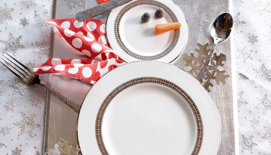 Christmas Party Décor Idea: Snowman Table Setting ~ Arrange plates and silverware