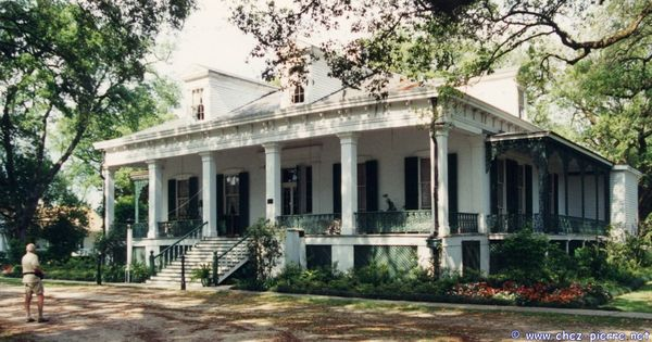 Tezcuco plantation home in louisiana love the raised Louisiana plantation house plans