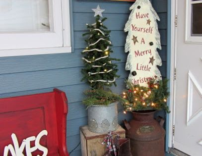 Organized Clutter: A Christmas Porch