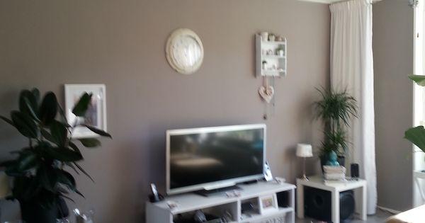 De nieuwe kleur taupe op de muur