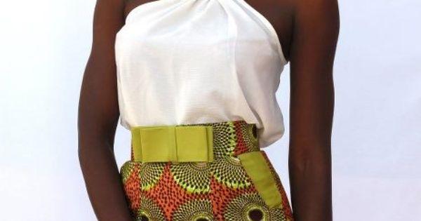 Mooie halslijn, legt accent op de rechte schouders.