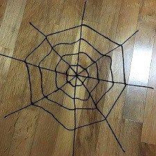 ハロウィンの蜘蛛の巣を手作り 毛糸や切り絵 綿を使った作り方
