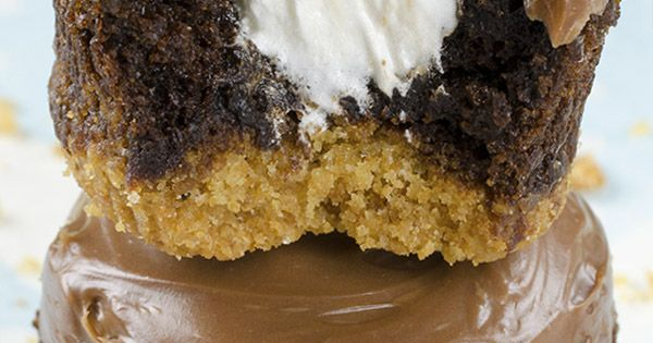 Hershey's S'mores Cupcakes - delicious chocolate cupcakes with a graham cracker crust,