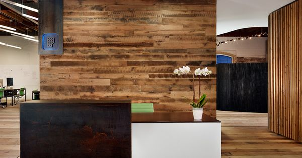 Floating reception desk amid open office layout - Peddle Office [Alterstudio and