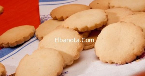 Pin By بنوته كافيه On المعطف الأحمر يتربع على عرش الموضة لشتاء 2014 Food Vegetables Cheese